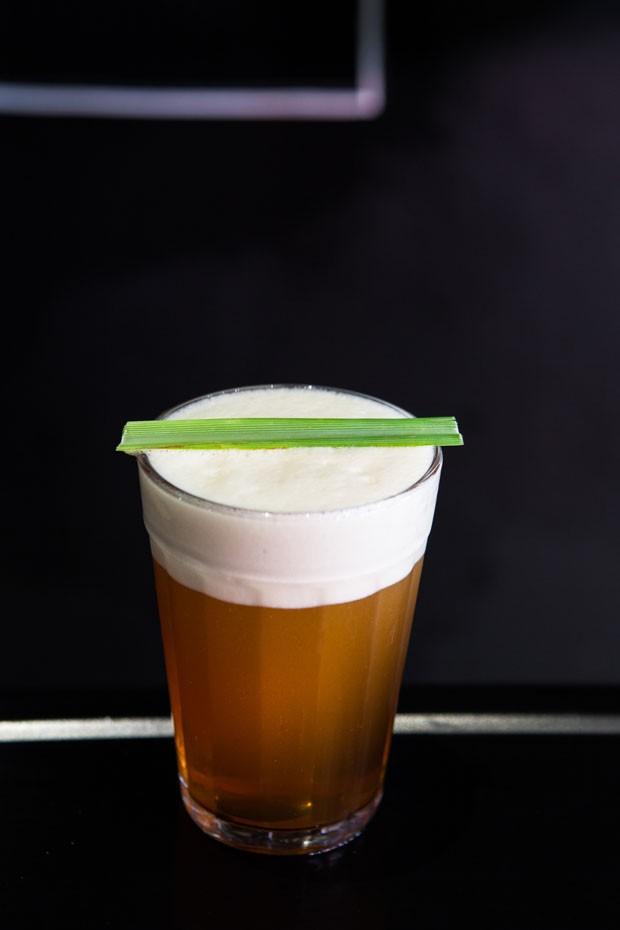 Receita de café gelado leva mel, limão e capim-santo (Foto: Lufe Gomes/Divulgação)