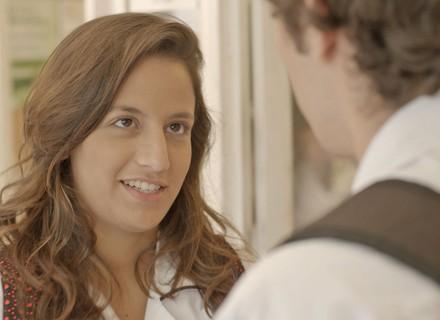 Tainá dá anel de compromisso para Luan e o namorado adora o presente