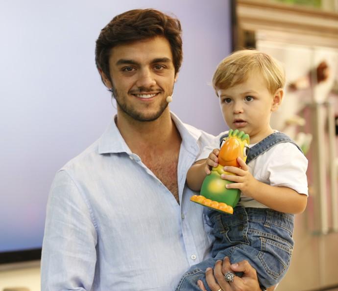 Que fofura! Felipe segura Joaquim no colo no 'Mais Você' (Foto: Ellen Soares/Gshow)