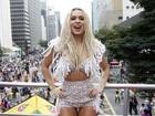 Fernanda Lacerda vai à Parada Gay e diz receber cantadas de mulheres
