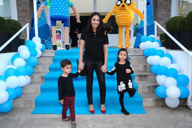 Bruna Matarazzo Maluf com os filhos (Foto: Manuela Scarpa / Photo Rio News)