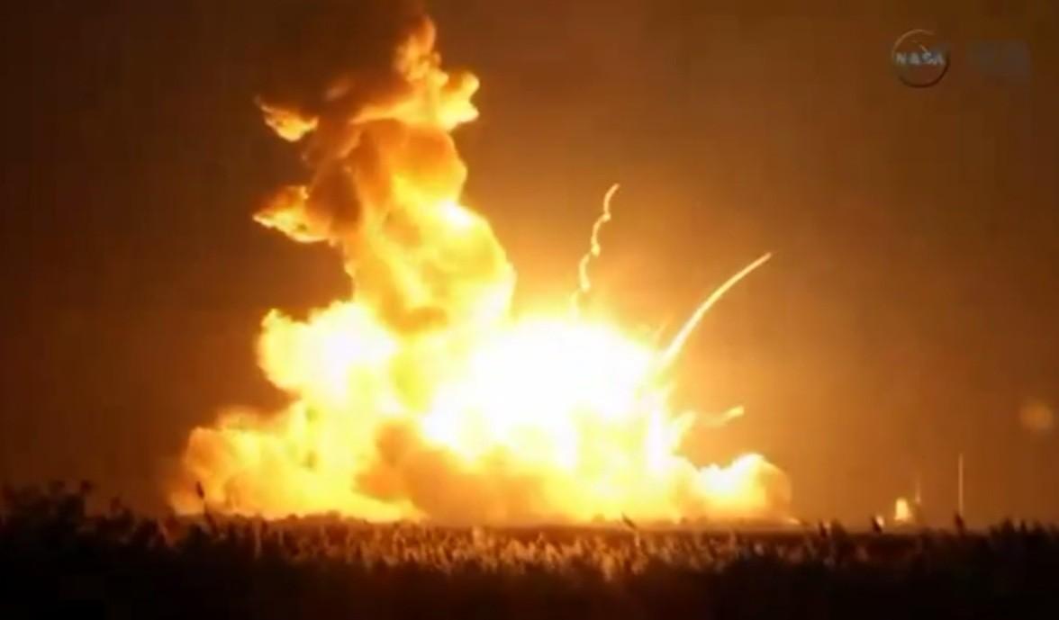 Resultado de imagem para explosão foguete gif