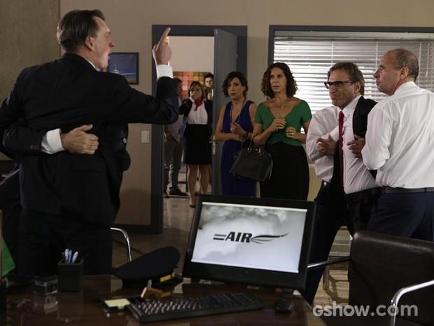 Confusão armada! Ricardo não se conforma e Branca e Chica entram no meio  (Foto: Fábio Rocha / TV Globo)