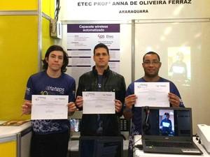 Estudantes venceram concurso com capacete wireless automatizado (Foto: Guilherme Francelino/Arquivo Pessoal)