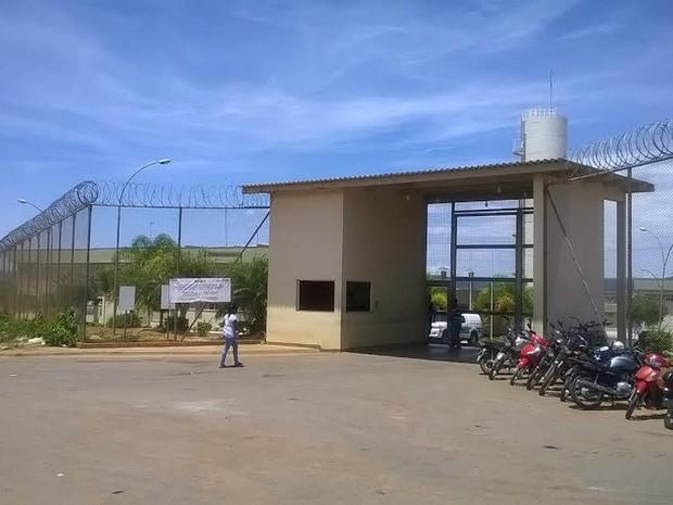 Superlotação do local foi um dos motivos da interdição.  (Foto: Alexandre Fonseca/ G1)