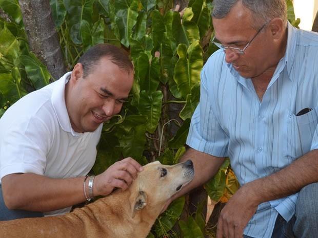 Mário Henrique Gomes Souto e seu pai Mário Benedito Gomes Souto, de quem recebeu uma doação de rim (Foto: Rodolfo Tiengo/ G1 Ribeirão)