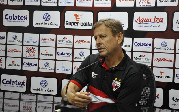 Waldemar Lemos, técnico do Atlético-GO (Foto: Guilherme Gonçalves/Globoesporte.com)