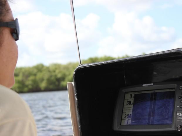 Projeto Peixe Boi usa sonar para fazer pesquisas em Mamanguape, na Paraíba (Foto: Acervo / Fundação Mamíferos Aquáticos)
