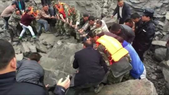 Sobe para 15 o número de mortos em deslizamento no sudoeste da China