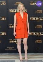 Look do dia: Jennifer Lawrence usa vestido curto e decotado em coletiva