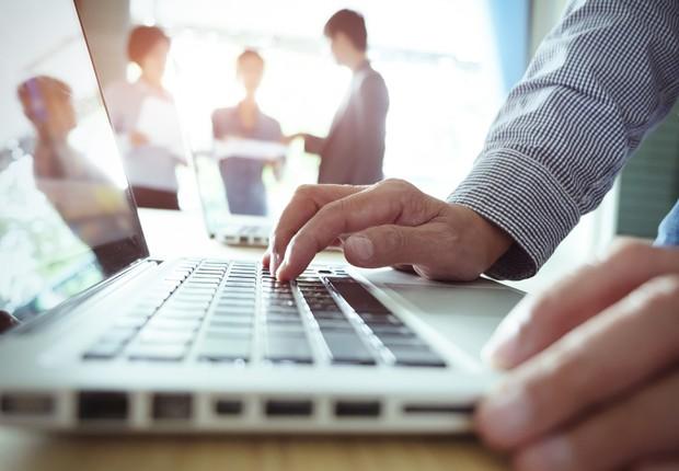 Aviso prévio - trabalho - notebook - equipe - demissão (Foto: Thinkstock)