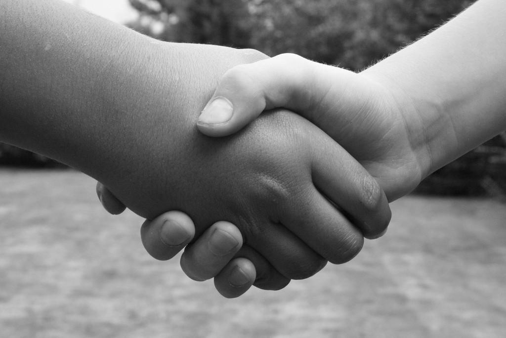 Você cheira sua mão após cumprimentar alguém
