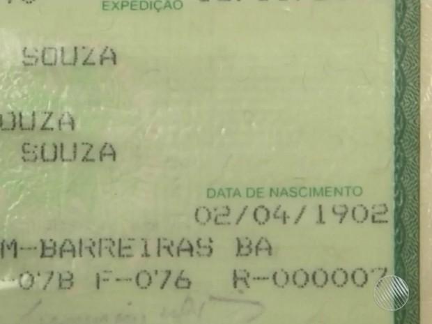 Data de nascimento na carteira de identidade prova a longevidade do idoso (Foto: Reprodução/TV Bahia)