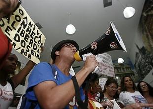 Manifestantes protestam contra Yoani Sánchez (Foto: EFE)