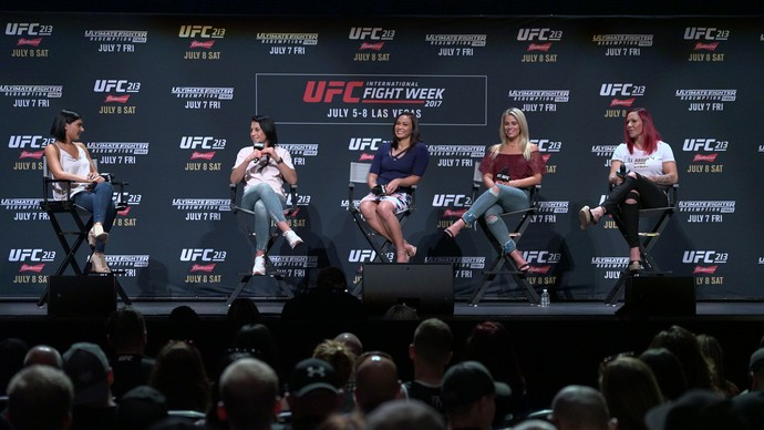 Cris Cyborg, Paige VanZant, Michelle Waterson, Joanna Jedrzejczyk, painel Mulheres do UFC (Foto: Adriano Albuquerque)