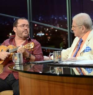 Toninho Geraes conta história de canção (Marcos Mazini/Gshow)