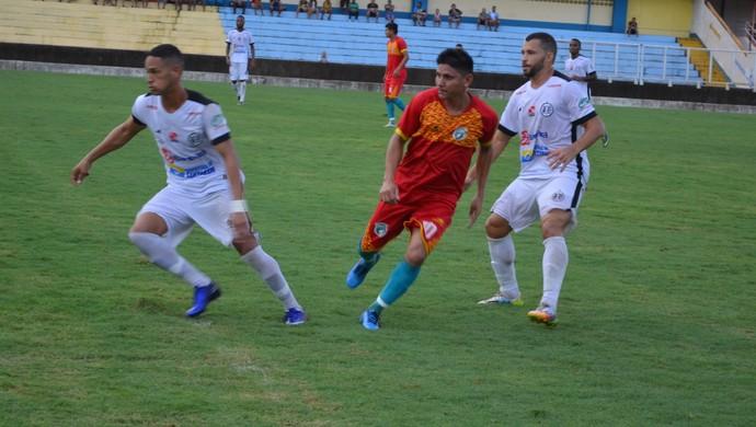 São Raimundo venceu a seleção de Santarém por 3 a 0 no Estádio Colosso do Tapajós (Foto: Dominique Cavaleiro/Globoesporte.com)