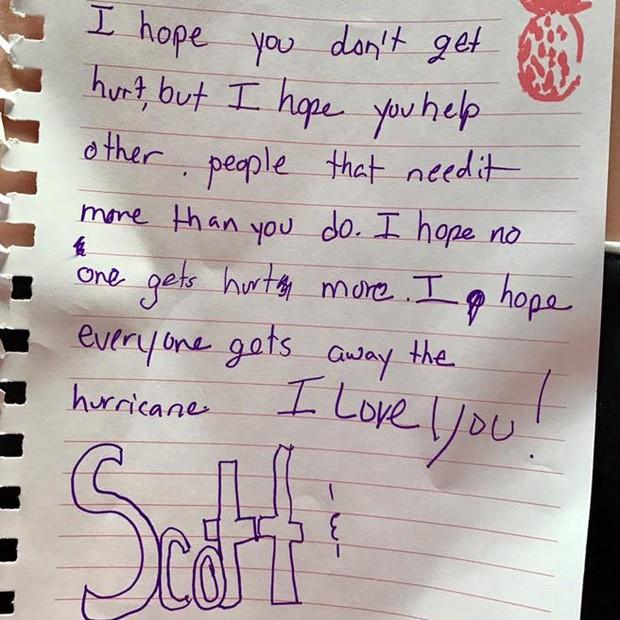 Filha escreve emocionante carta ao pai antes dele partir para ajudar vítimas do furacão Harvey (Foto: reprodução)
