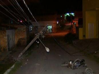 Jovem recebeu descarga assim que passou com a moto por cima dos fios (Foto: Reprodução/TV Sergipe)