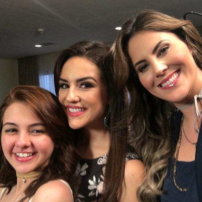 Klara Castanho, Kéfera e Jessica Leão nos bastidores da gravação (Foto: Reprodução / TV Diário )