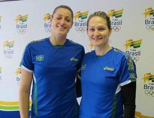 Duda e Chana, da seleção brasileira de handebol (Foto: Lydia Gismondi / Globoesporte.com)