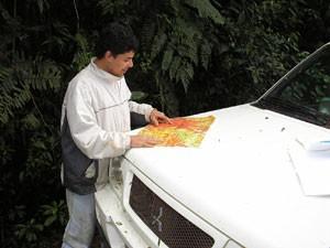 Marcos Roberto Pinheiro no mapeamento de solos do Parque Estadual de Intervales, em São Paulo (Foto: Arquivo pessoal)