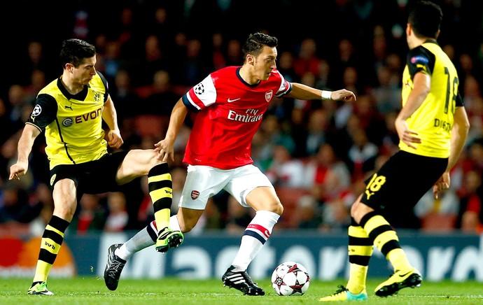Ozil jogo Arsenal e Borussia Dortmund (Foto: Reuters)