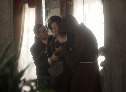 Leopoldina desmaia e avisa: 'Estou grávida'