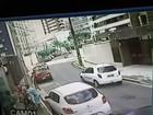 Mulher pilota moto, anda na contramão e pratica assalto