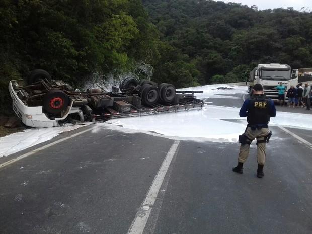 Acidente aconteceu na manhã deste domingo (18) (Foto: Divulgação / Polícia Rodoviária Federal)