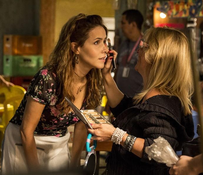 Leona Cavalli se prepara para cena de sua personagem, Gilda (Foto: Pedro Curi/Globo)