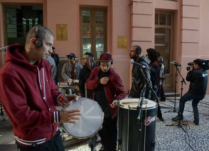 Grupo Zueira Stereosound Mistura com Rodaika (Foto: Tiago Pinho/RBS TV)