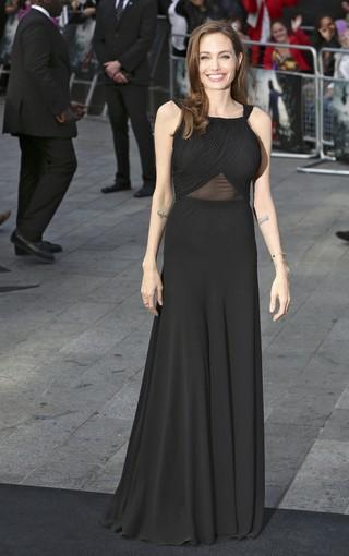 Angelina Jolie na première do filme de Brad Pitt (Foto: REUTERS/Neil Hall)