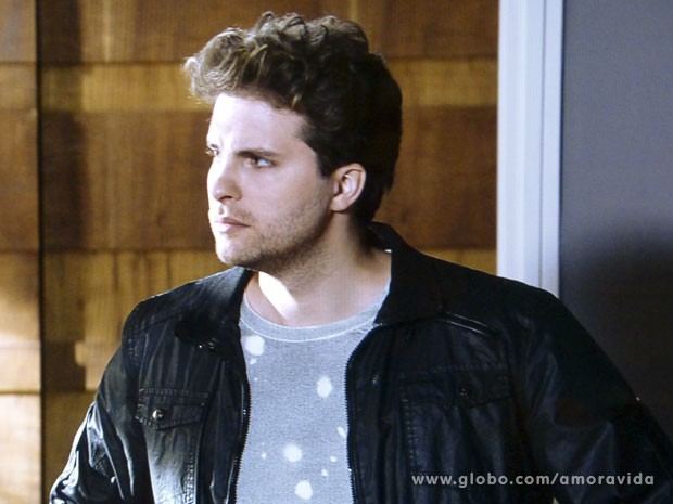 Niko fica chocado com reação de Amarilys (Foto: Amor à Vida/ TV Globo)