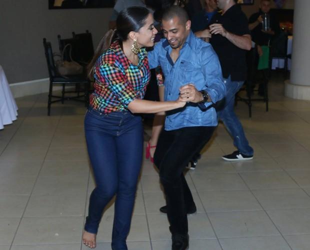 Anitta dança na festinha de Marcello (Foto: Francisco Freitas)