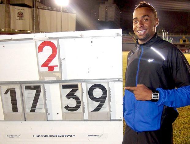 Jonathan Henrique comemora resultado do salto triplo (Foto: Divulgação)