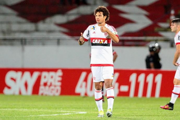 Santa Cruz x Flamengo Willian Arão (Foto: Marlon Costa / Pernambuco Press)