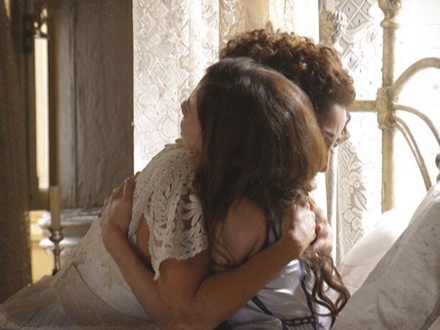 A amizade das duas foi mais forte de tudo (Foto: Lado a Lado/TV Globo)