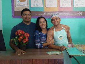Kleber lucan, a irmã e o gerente da Bike Churros Thiago (Foto: Sebastião Mota/G1)