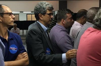 Mário Esteves Filho, de terno, foi reeleito presidente do Conselho Fiscal do Flamengo (Foto: Reprodução)