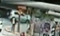 Carro é arrastado por trem de 800 toneladas em Mogi (Reprodução / TV Diário)