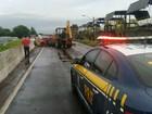 Três horas após bloqueio por acidente, trânsito é liberado na BR-116