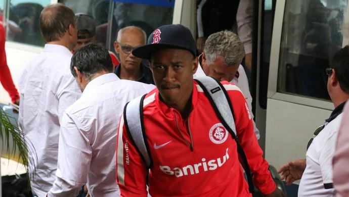 Jogadores do Inter chegam ao hotel Los Tajibos (Foto: Diego Guichard)