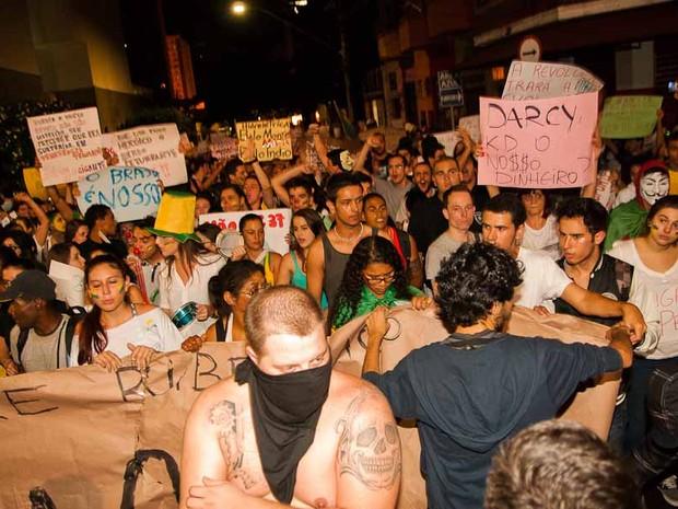 Segundo a Polícia Militar, manifestação em Ribeirão reuniu cerca de 20 mil pessoas (Foto: Érico Andrade/ G1)