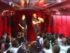 Araruama, RJ, recebe ônibus com companhia de teatro de bonecos