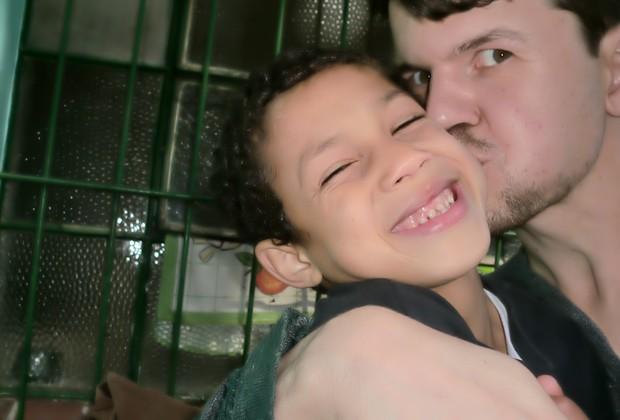 Peterson com o filho Lucas, de 9 anos  (Foto: Arquivo pessoal)