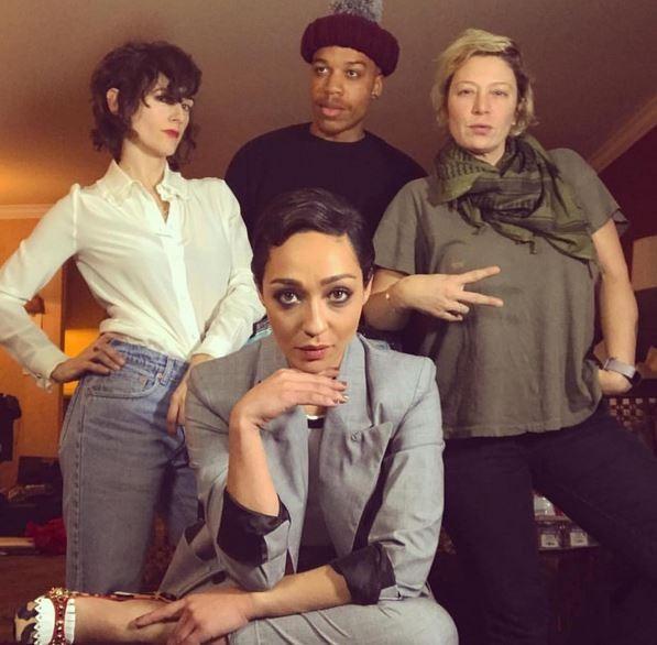 Karla Welch e equipe em ação com a atriz Ruth Negga (Foto: Reprodução)
