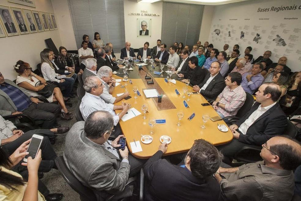 Projetos assinados serão encaminhados à Assembleia Legislativa para aprovação (Foto: Divulgação/Carlos Gibaja/ Governo do Ceará)