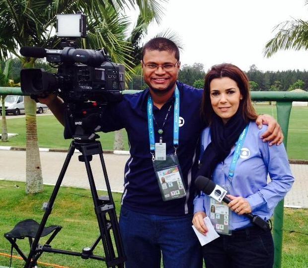 Marilucy Cardoso registra os bastidores com cinegrafista Douglas Campos  (Foto: Reprodução / TV Diário)