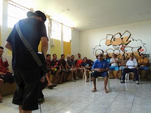 Projeto 'Luz no Cárcere' reúne detentos da galeria E1 para atividades socioculturais no Presídio Central do RS (Foto: Luiza Carneiro/G1)